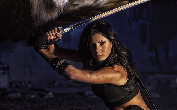 A Kate Daniels sorozat filmes jogai is elkeltek!