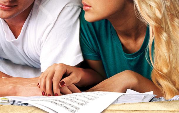 Könyv és zene összekapcsolódik – hallgasd meg a Maybe Someday – Egy nap talán dalait!